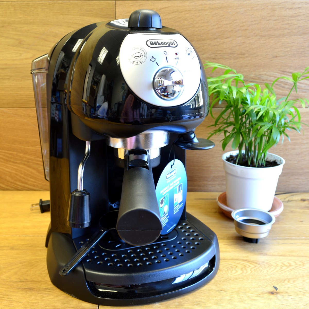 Review: BAR32 - A Delonghi Espresso Maker With Quality